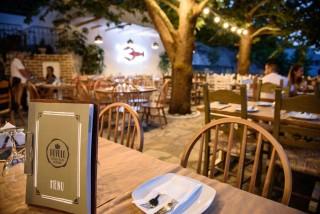 facilities hovolo apartments restaurant platania - 01