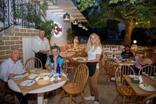 facilities hovolo apartments restaurant platania - 05